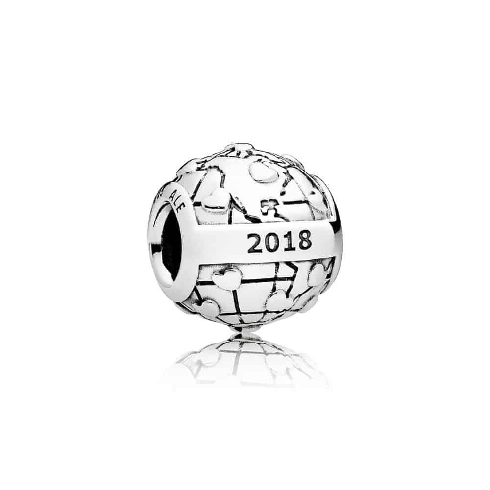 charm club pandora 2018