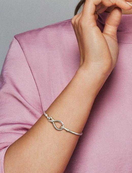 Le Bracelet Jonc Nœud Infini 69,00 € - 598893C00