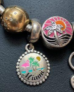 Bracelet voyage : Les charms guadeloupe et miami
