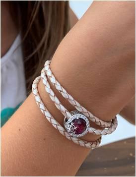 Le bracelet cuir et le charm flocon de neige rose