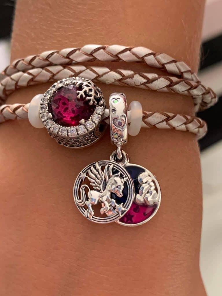 Charm licorne sur le bracelet de ma fille